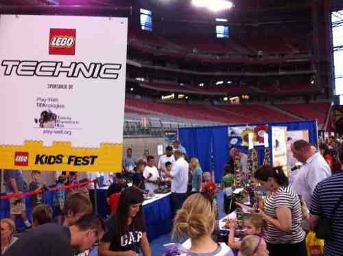 Play-Well LEGO Technic Booth