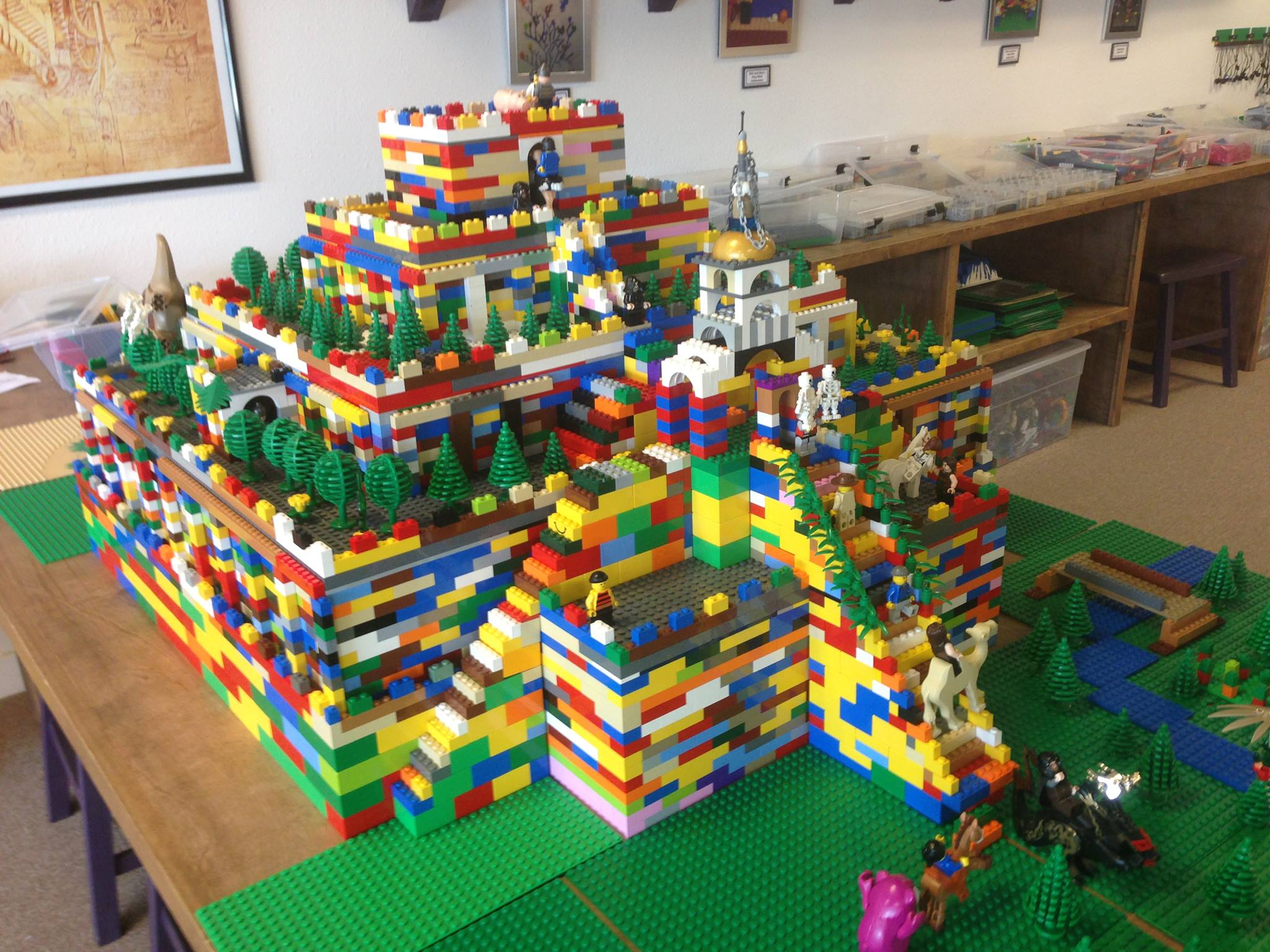 Lego sumerian ziggurat built by our young architects for Modele maison lego duplo